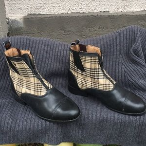Ariat women ankle boots size 8 B used once